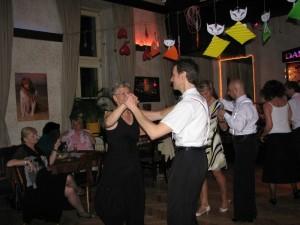Party Dancing-POE